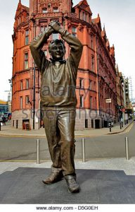 statue-of-brian-clough-the-football-manager-nottingham-city-centre-d5g0eh